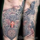 Hammer, runes and ravens