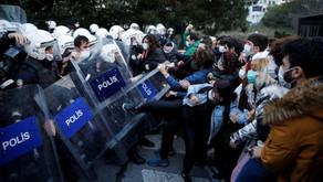 Les universitaires et les militants turcs défenseurs des réfugiés sont cernés de toutes parts