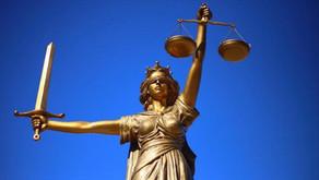 Justice et collaboration, ou la seconde utilité du bandeau de la Justice
