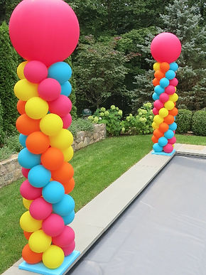 Outdoor Spiral Pattern Balloon Columns