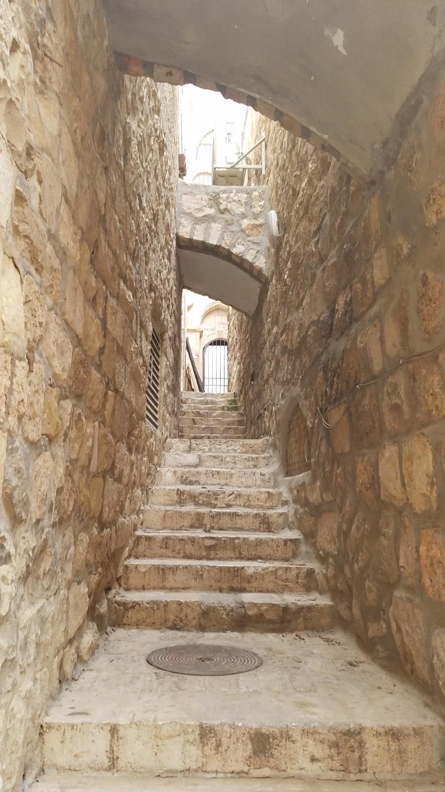 Narrow Alleyway in the Old Jerusalem-201
