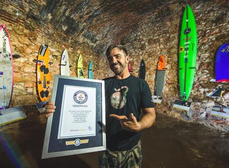 Rodrigo Koxa Bomb pega a maior onda do mundo