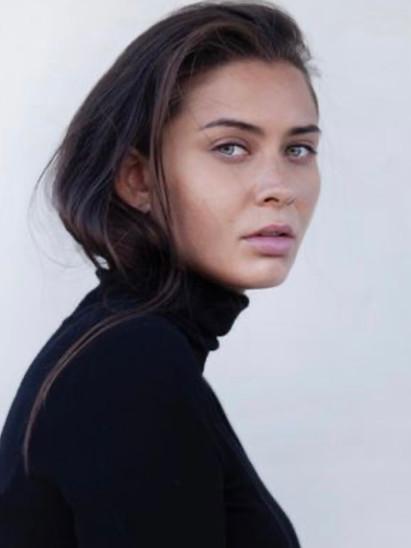 Arianne + Kya | 33 Answers