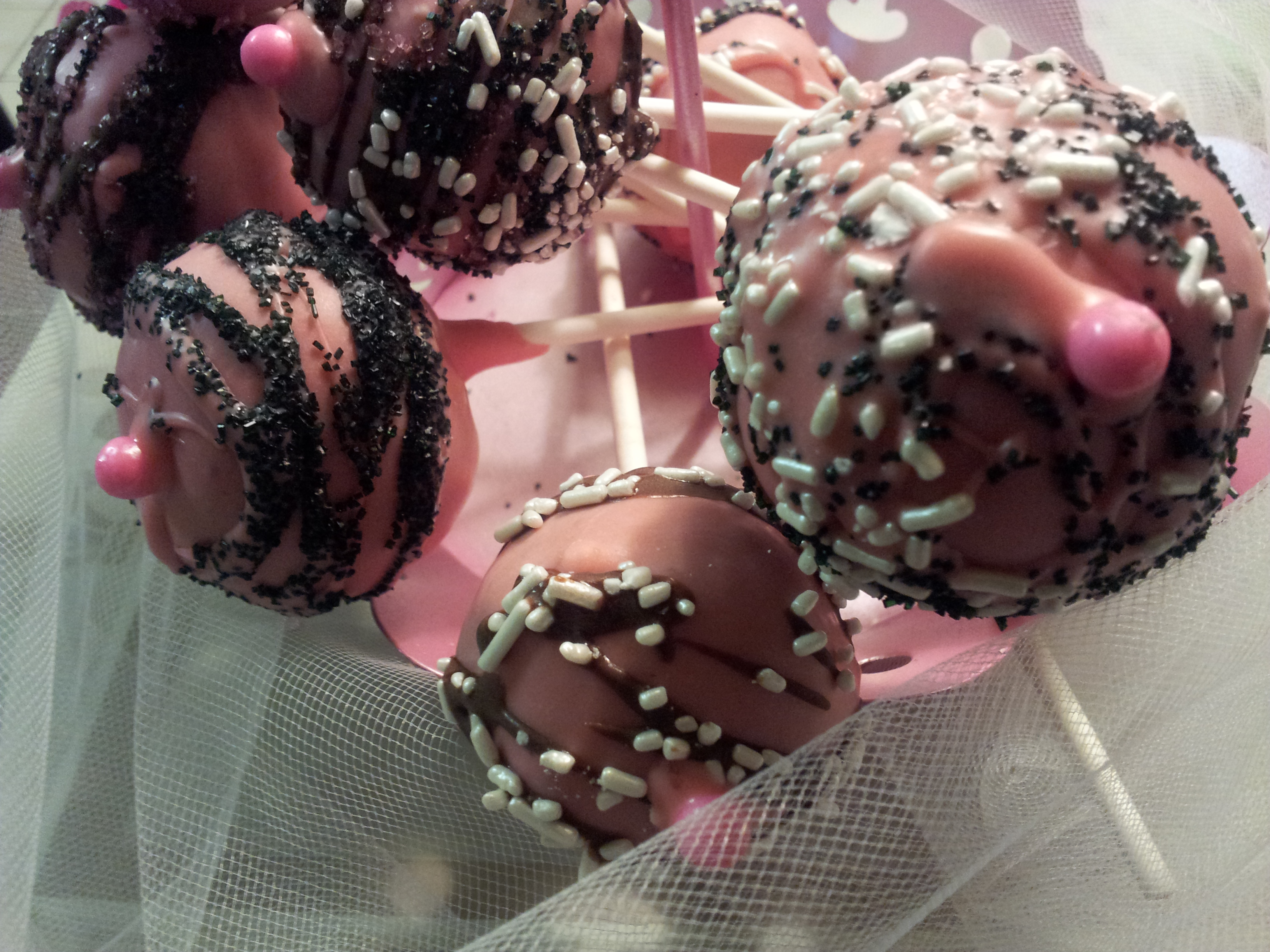 Pretty in Pink Cake Pops
