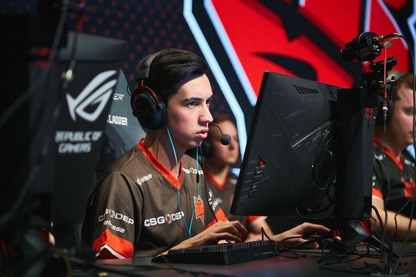 "Özgür ""woxic"" Eker with HellRaisers at Bets.net Masters (Photo Credit to StarLadder)"