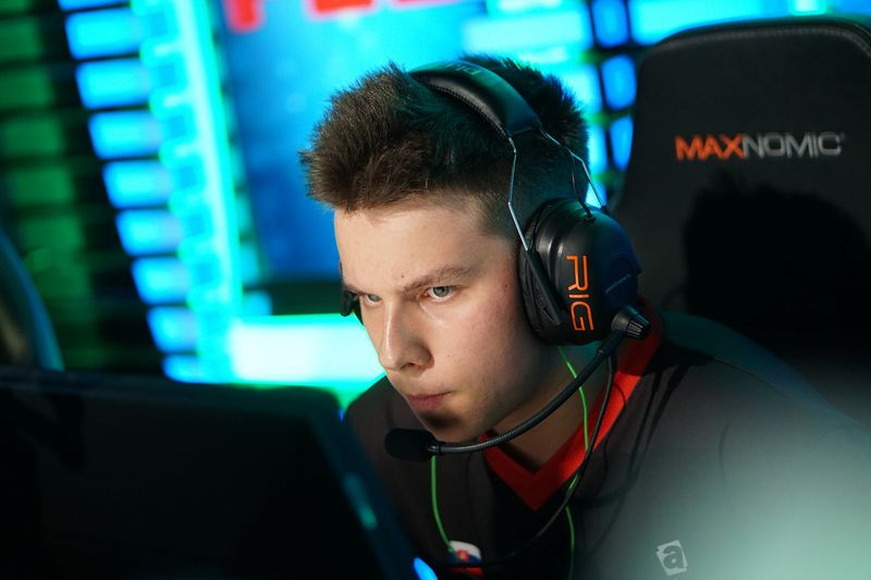 "David ""frozen"" Čerňanský playing in the Boston 2018 Europe Minor (Photo Credit to ELEAGUE)"