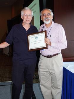 Robert Wyer receives the Scientific Achievement Award