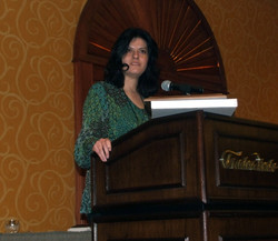 Aparna Labroo speaks after winning the Early Career Award