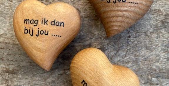 Houten hart tekst 'Mag ik dan bij jou'