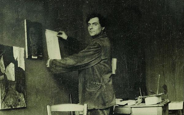 Modigliani-in-his-studio-e1516814015804.