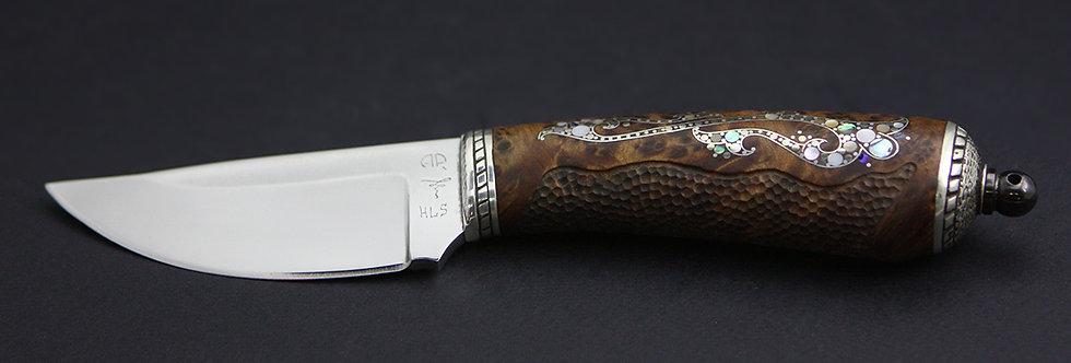 8. Модель P-6. Клинок HLS, Пампуха. Нож-скинер А. Рукавишникова с инкрустацией
