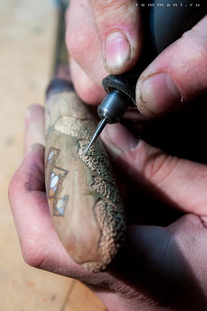 Первый нож с узором на клинке