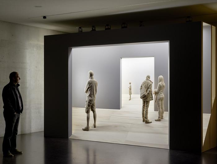 Питер Демец на выставке своих работ