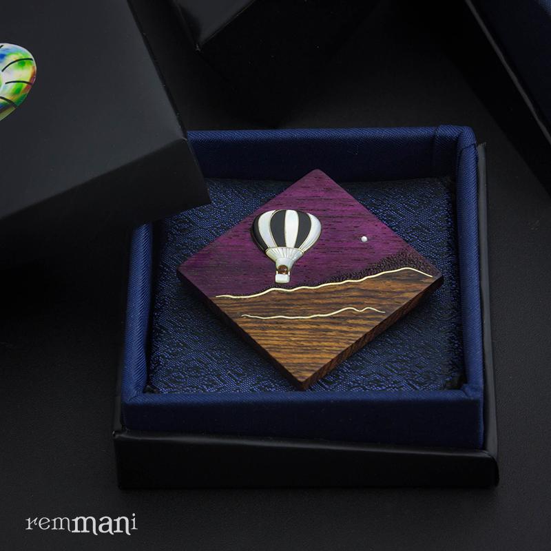 """""""Путешествие к счастью"""", turn-jewerly Пурпурное дерево амарант, бокоте Воздушный шар - перламутр и чёрное африканское дерево, звёздочка размером 1 мм из перламутра Всечка серебра."""