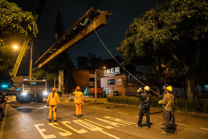 Ya desmontaron el puente peatonal del INEM, de la Comuna 14 para la Comuna 3