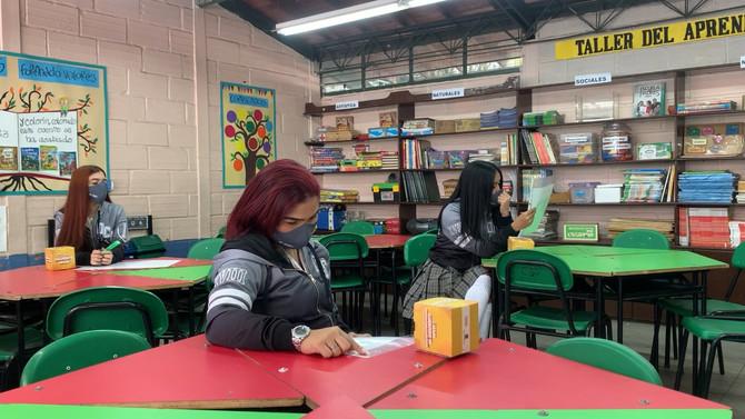 El Octavio Calderón Mejía a la vanguardia en educación