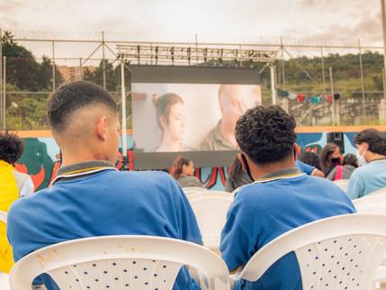 Cine por la Vida llega a jóvenes recluidos, adultos mayores y habitantes de calle