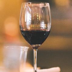 Verre de vin rouge dégustation