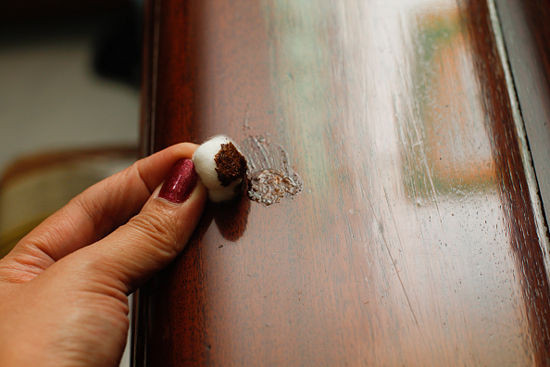 550px-Fix-Scratches-in-Furniture-Step-7B
