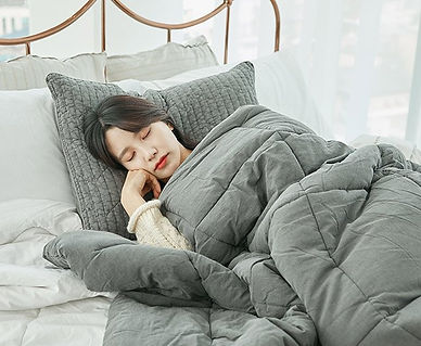 comforter_model_bed.jpg