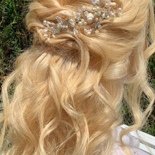 Bridal hair half up and waves