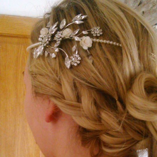 Bridal hair with 20s style headband