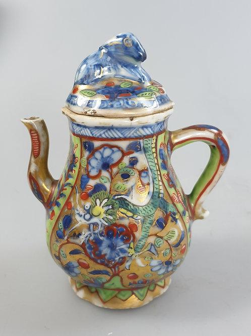 A lided cruet Chinese export porcelain