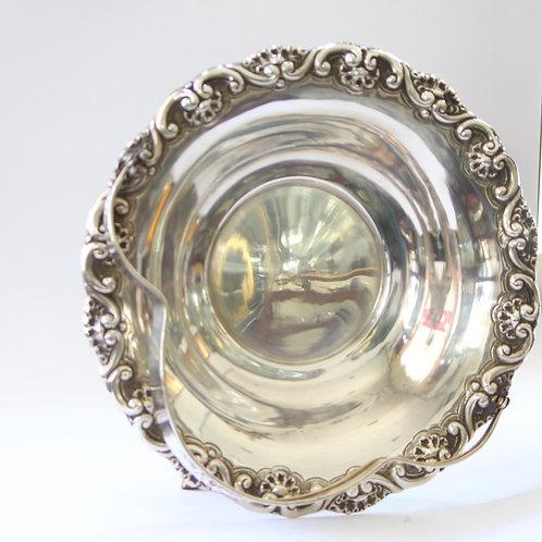 A Portuguese sterling silver basket/ Cesto em prata portuguesa