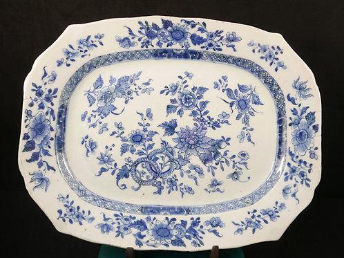 An octagonal dish Chinese export porcelain / porcelana chinesa