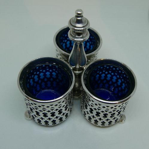 A portuguese sterling silver three-piece condiment  /Saleiro pimenteiro prata PT