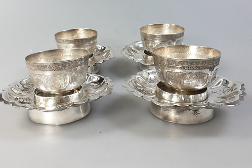 4 bowls with base chinese silver.