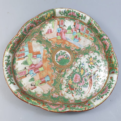 A scalloped saucer chinese porcelain