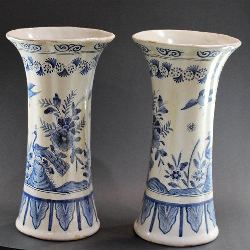 A Pair ofvasesporcelain DELFT / Par de Jarras em porcelana DELFT Sec.XIX