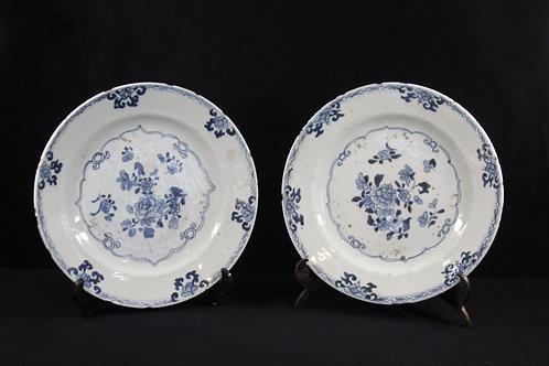 A pair of chinese porcelain  plate/ Par de pratos companhia das índias