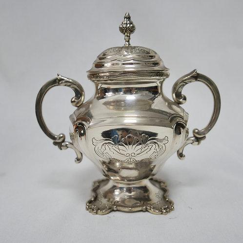 A Portuguese sterling silver sugar pot/ Açucareiro em prata portuguesa
