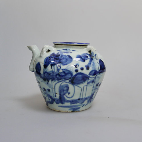 A Porcelain jar of Late 18th Century Qing Dynasty Blue & White