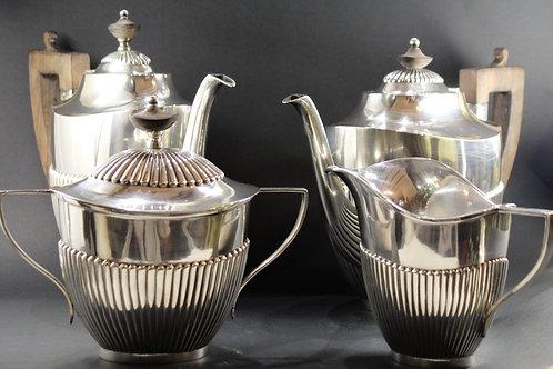 A sterling silver tea and coffee set Serviço de chá e café em prata portuguesa