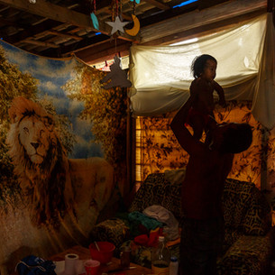 Denis Campero e sua filha Eva Nicol Campero.  Kaubanoko - Ocupação de refugiados venezuelanos em Boa Vista.  Boa Vista, RR - Brasil.