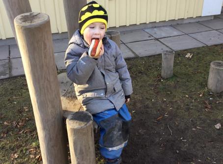 Årets första korvgrillning påförskolan