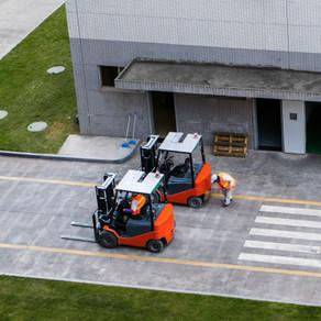 loader-warehouse-hypermarket_1112-2859.j