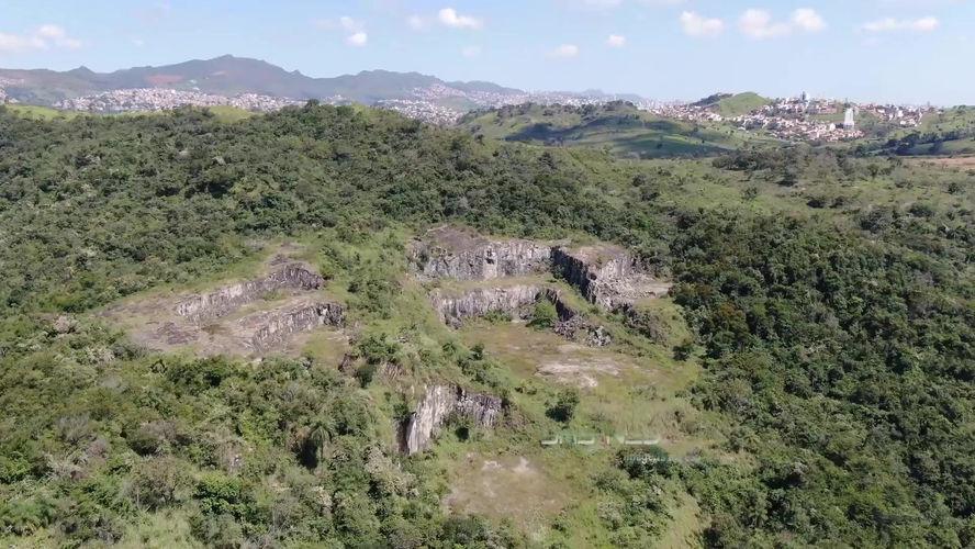 Paredão de Pedra (1) - Sabará