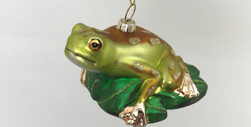 Frog on Lily Pad Ornamnet