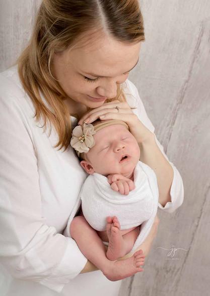 Äiti ja vastasyntyneen kuvaus 7.jpg