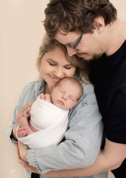 Vauva ja vastasyntyeneen perhekuvaus13.j