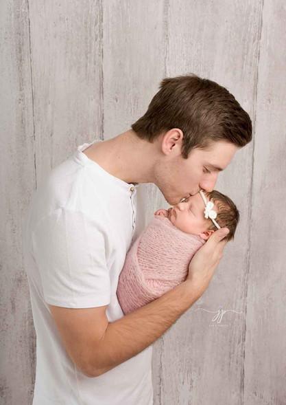 Isän ja vastasyntyneen kuvaussessio5.jpg