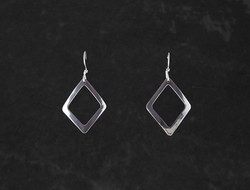 Stretched diamonds $37-1