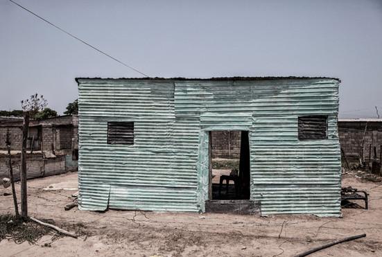 Casa de zing donde viven Maikel Soto y su padre Limardo Soto .Barranquitas, Zulia. Venezuela.2015.