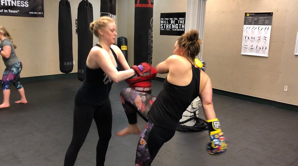 girls kickboxing