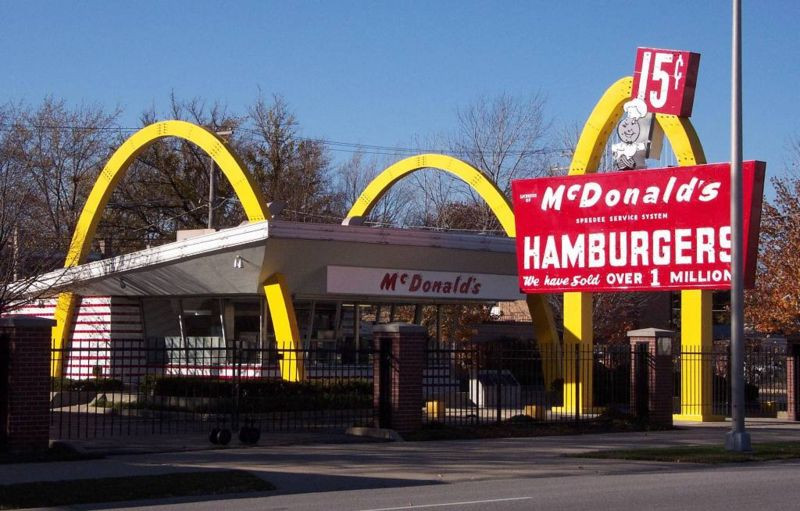 McDonalds museum (Ray Kroc's first franchised restaurant in the chain), Des Plaines, Illinois, USA. Author: Bruce Marlin. Date= 11/02/2001