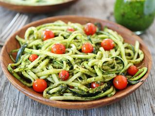 Les spaghettis de courgettes au pesto et féta